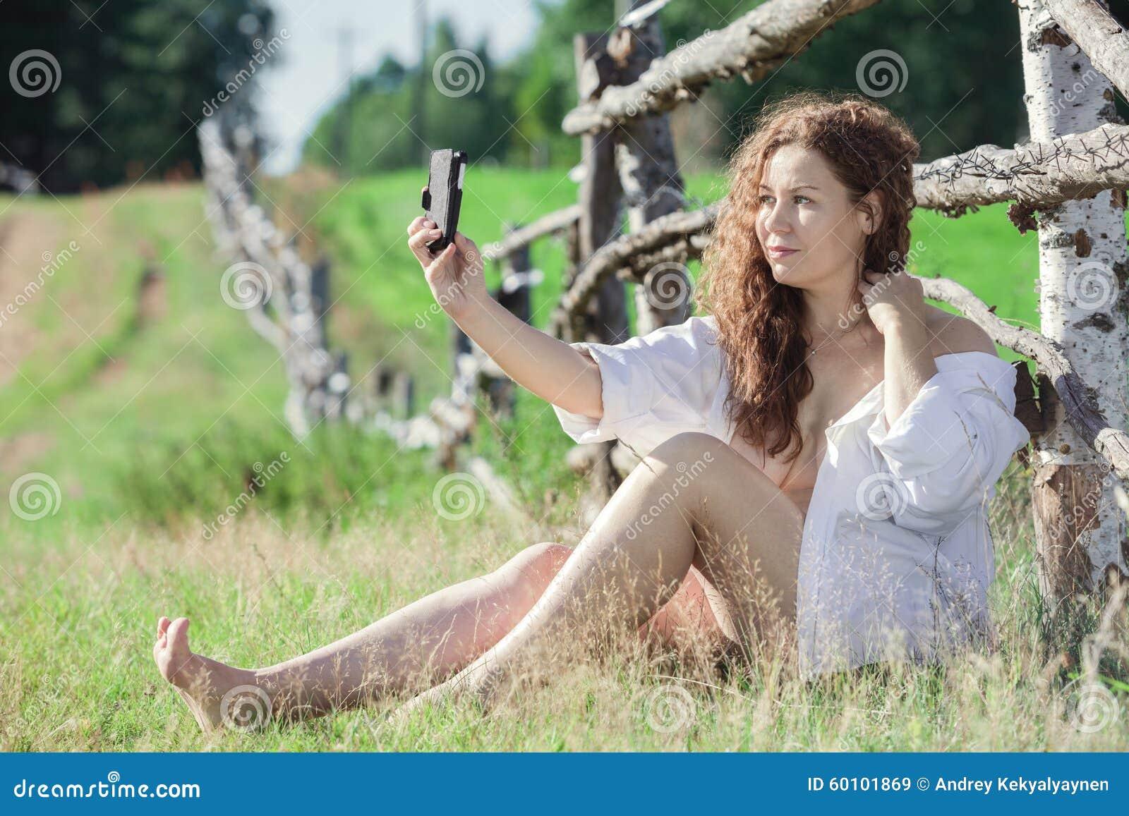 Naked cell Girl selfie