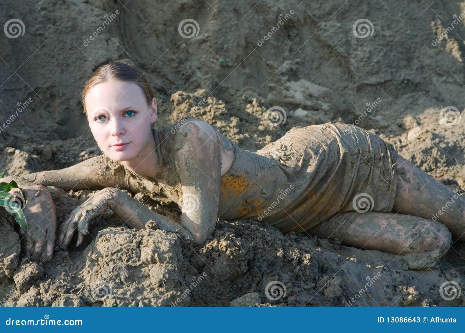 Фото девушек в грязи 23 фотография