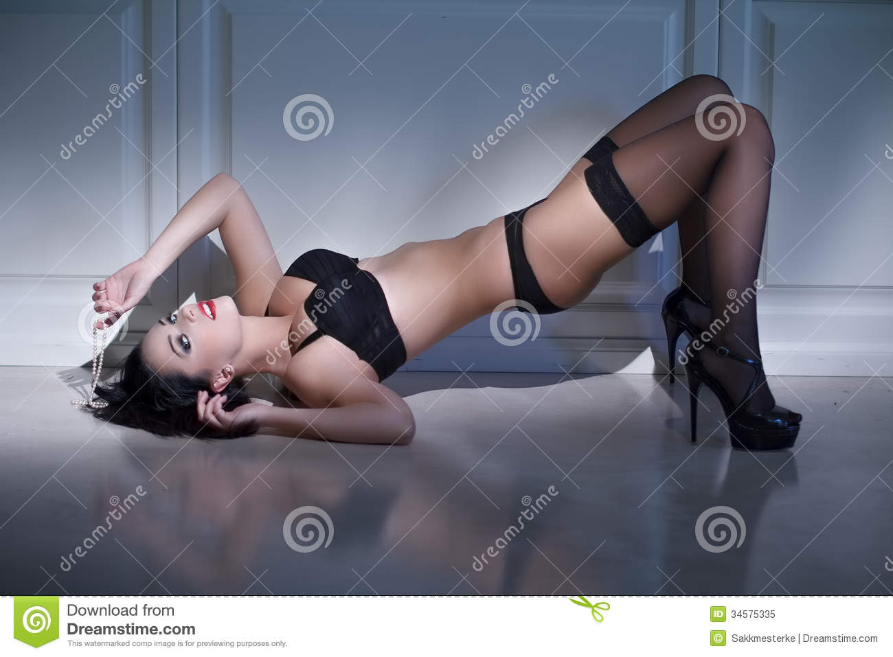Images of sex positions demonstrated by humans nudes scenes