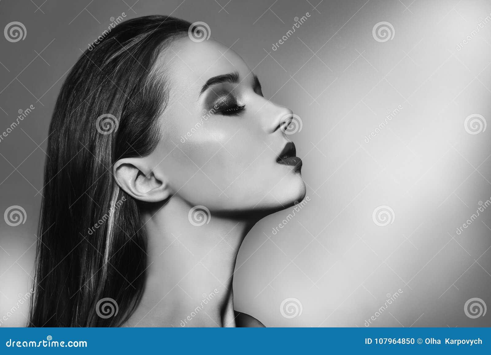 woman portrait with perfect makeup. Beauty Fashion model girl black and white portrait. Close up portrait of elegant luxuri