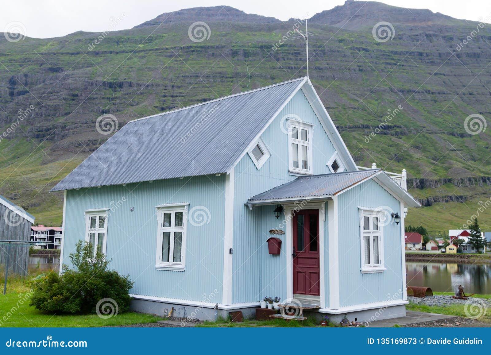 Seydisfjordur装饰了房子关闭,冰岛地标