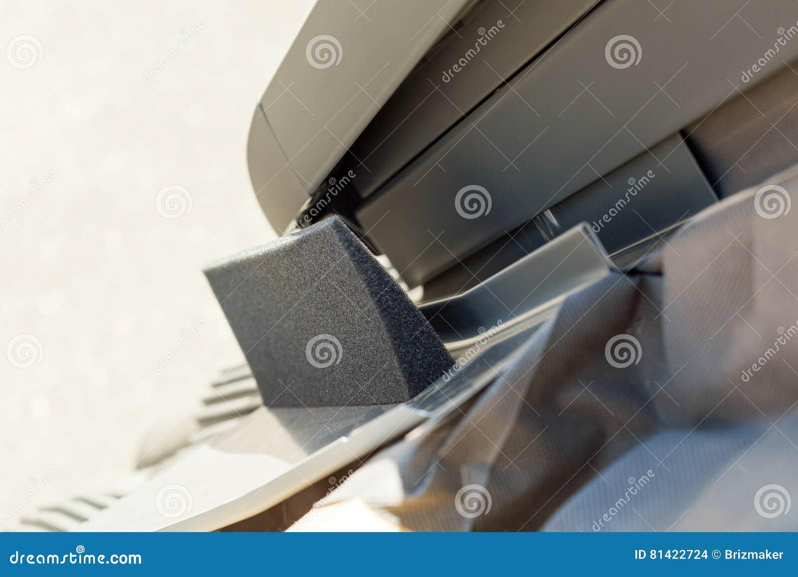 Sezione trasversale infiammante con il termo materiale di for Finestra nel tetto