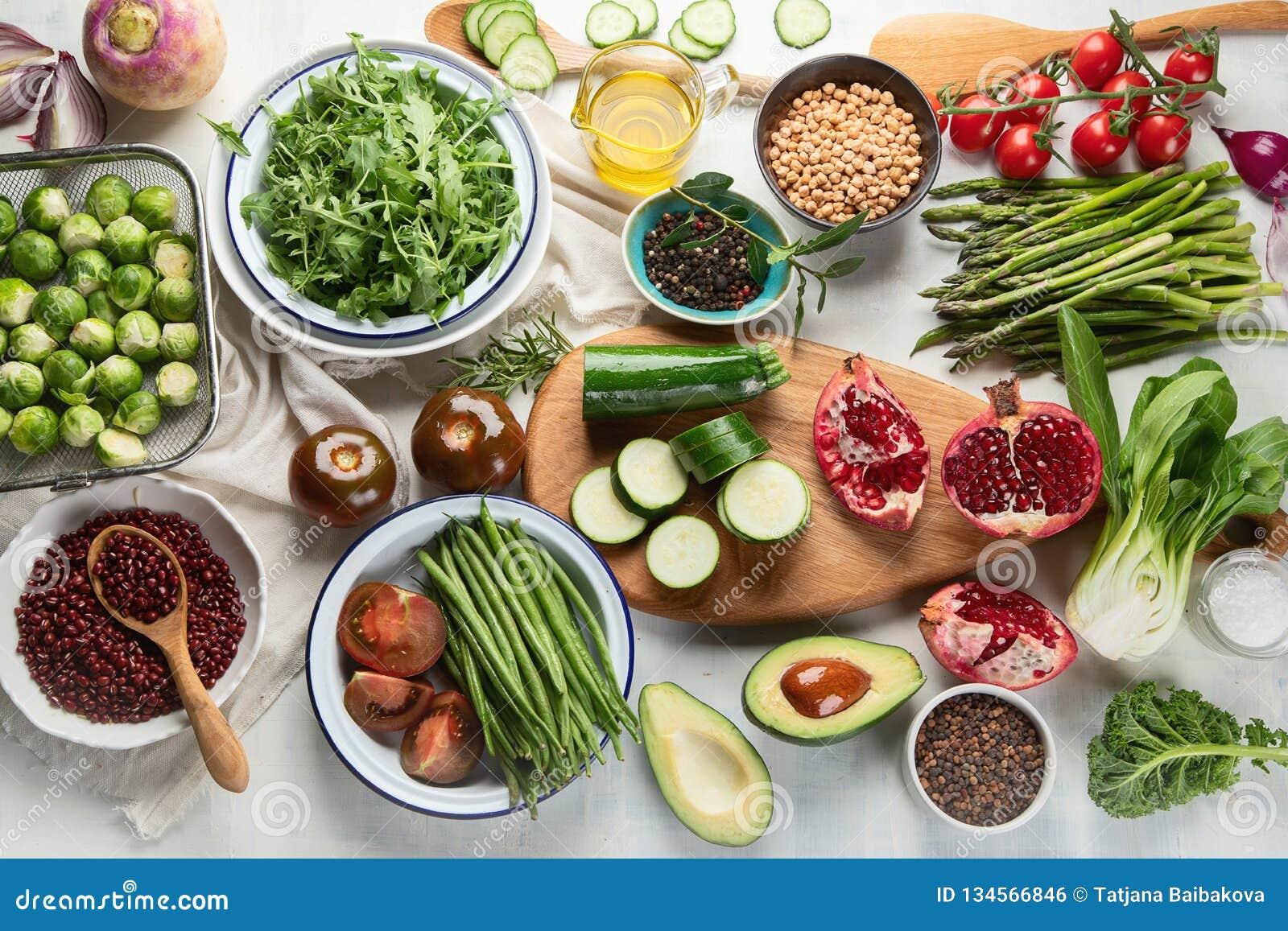 Sezonowy jarosz, weganinów kulinarni składniki