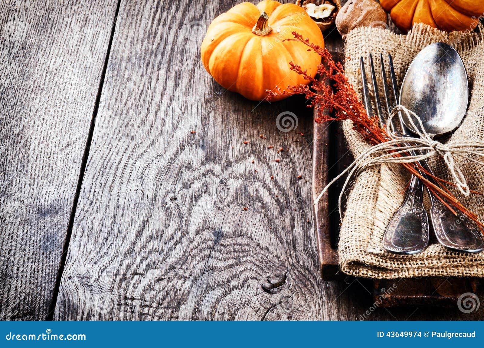 Sezonowy stołowy położenie z małymi baniami