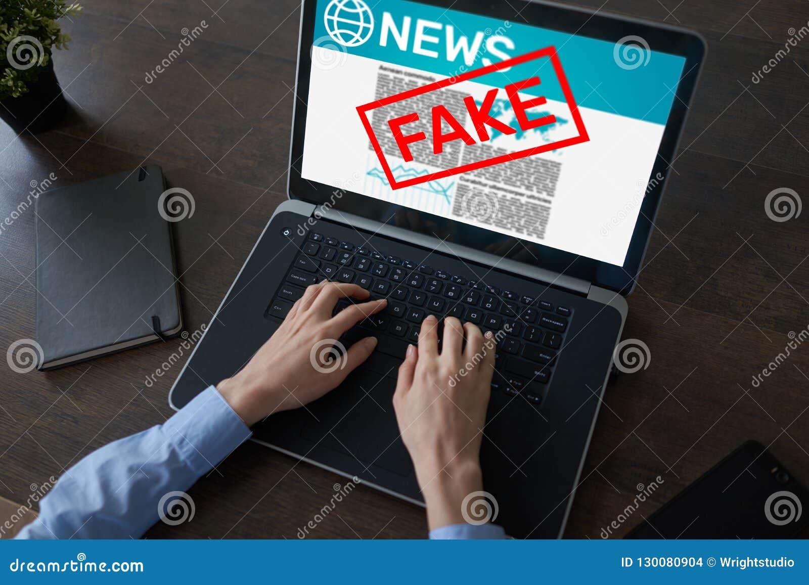 Sfałszowanego wiadomości manipulacji TV Medialnego dezinformacja technologii Gazetowy Biznesowy Internetowy pojęcie