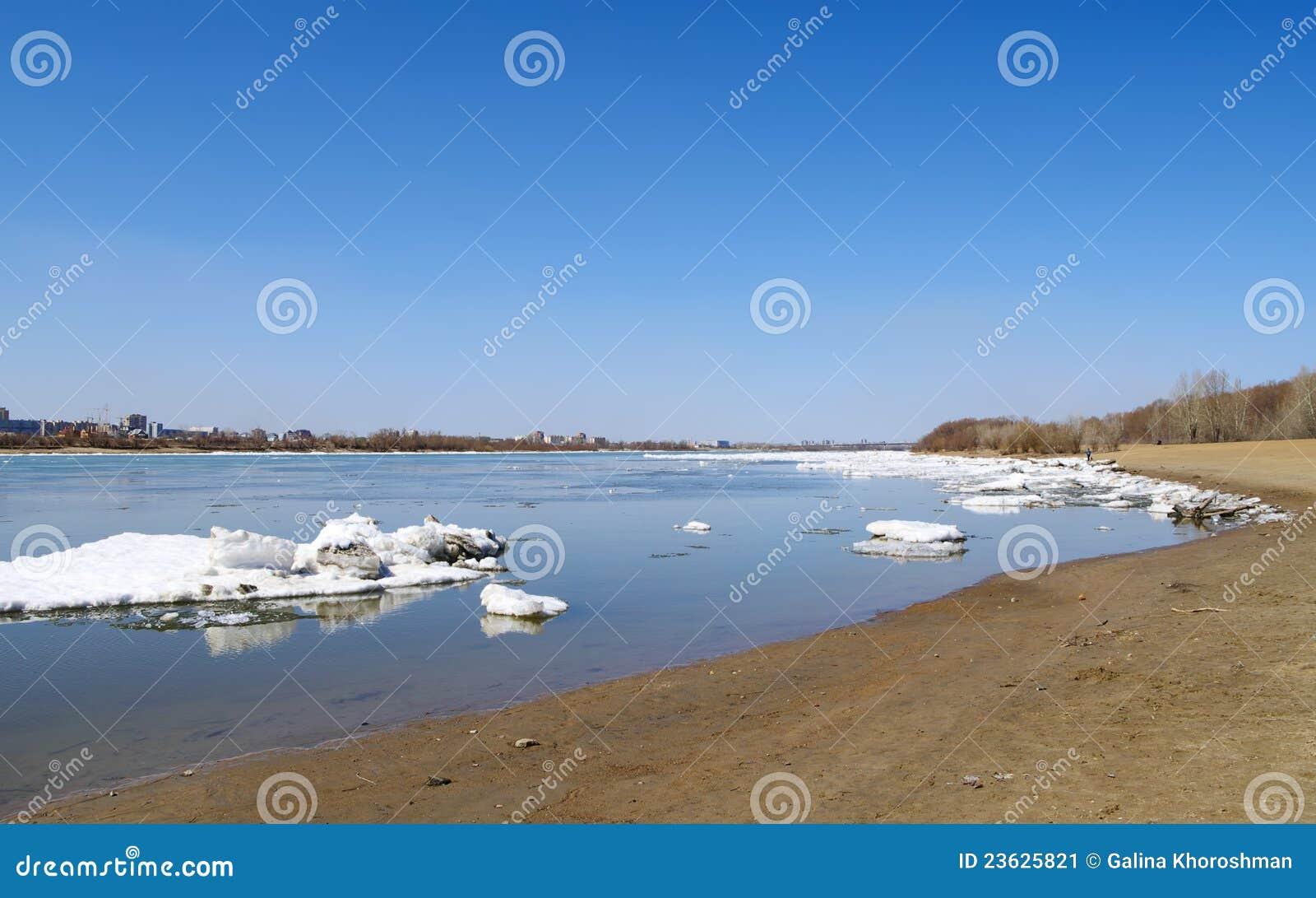 Sfacelo sul fiume Irtysh Omsk Russia