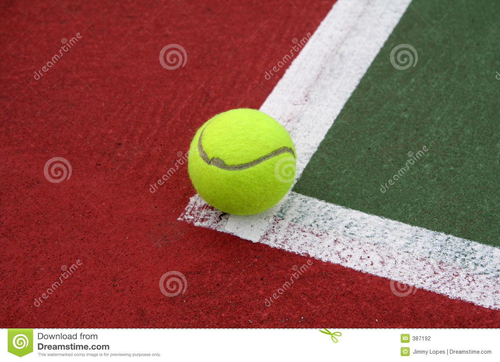 Sfera di tennis sulla riga