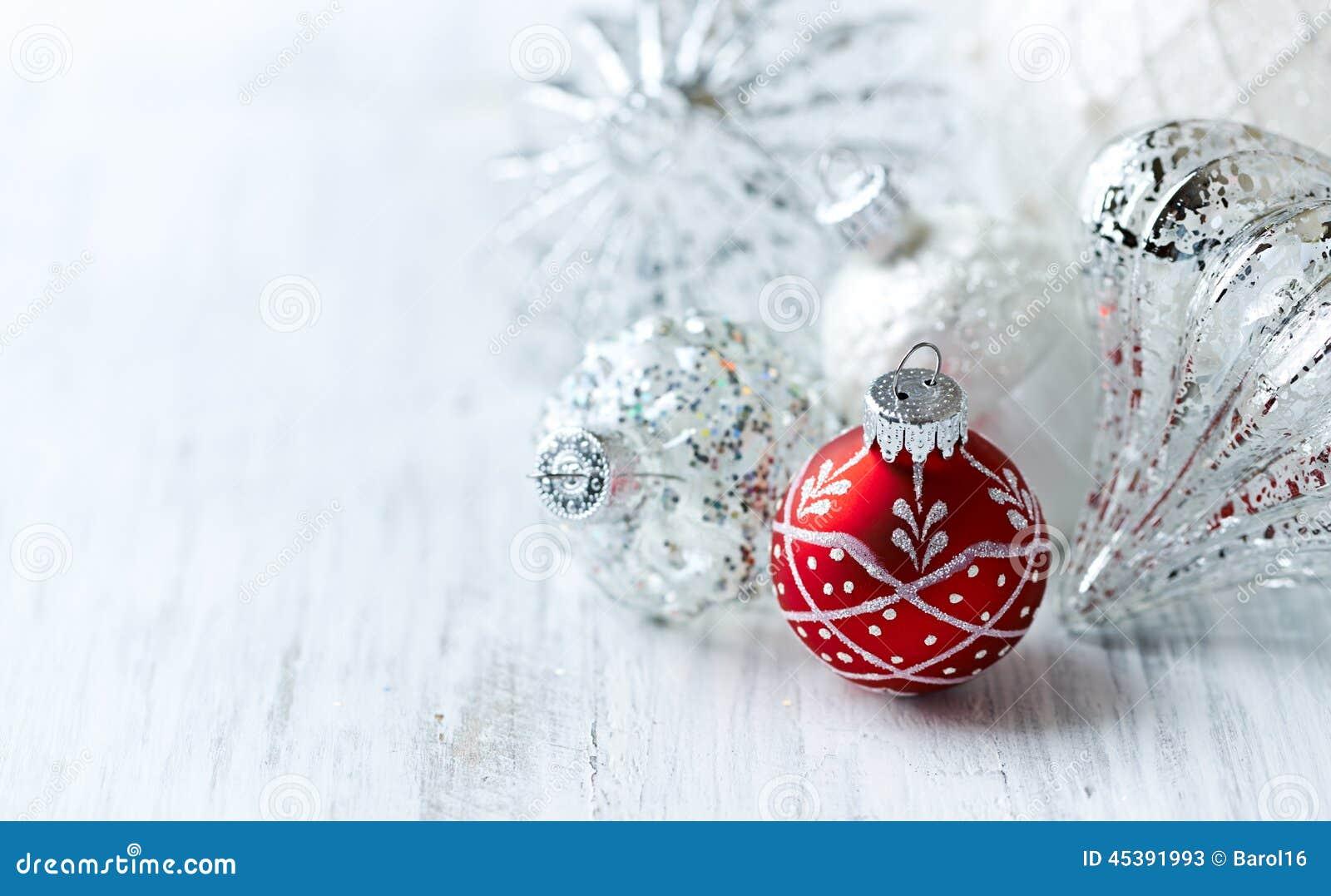 Sfere bianche e rosse di natale immagine stock immagine - Immagine di regali di natale ...