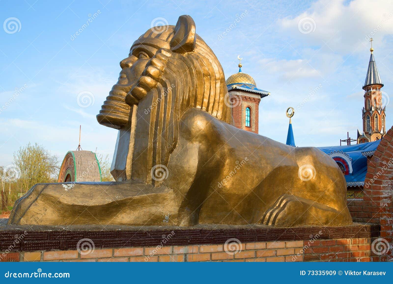 Sfinks rzeźba przy wejściem świątynia wszystkie religie kazan
