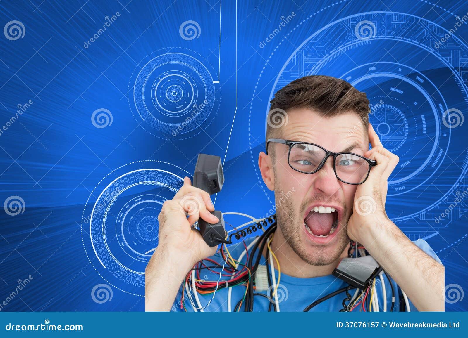 Download Sfrustowany Komputerowy Inżynier Krzyczy Podczas Gdy Na Wezwaniu Przed Otwartą Jednostką Centralną Ilustracji - Ilustracja złożonej z technologia, błękitny: 37076157