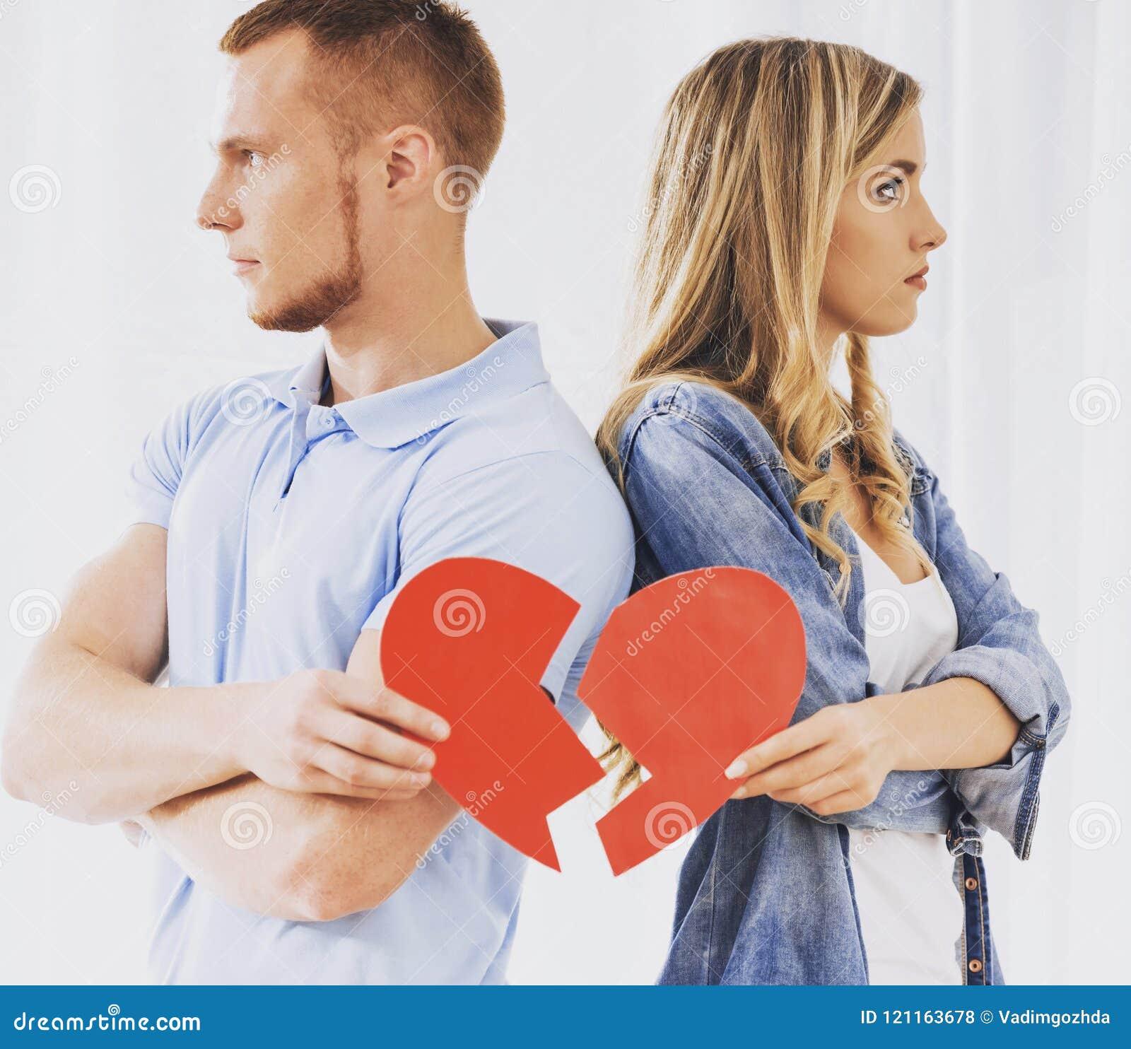 Sfrustowany potomstwo pary mienia złamane serce