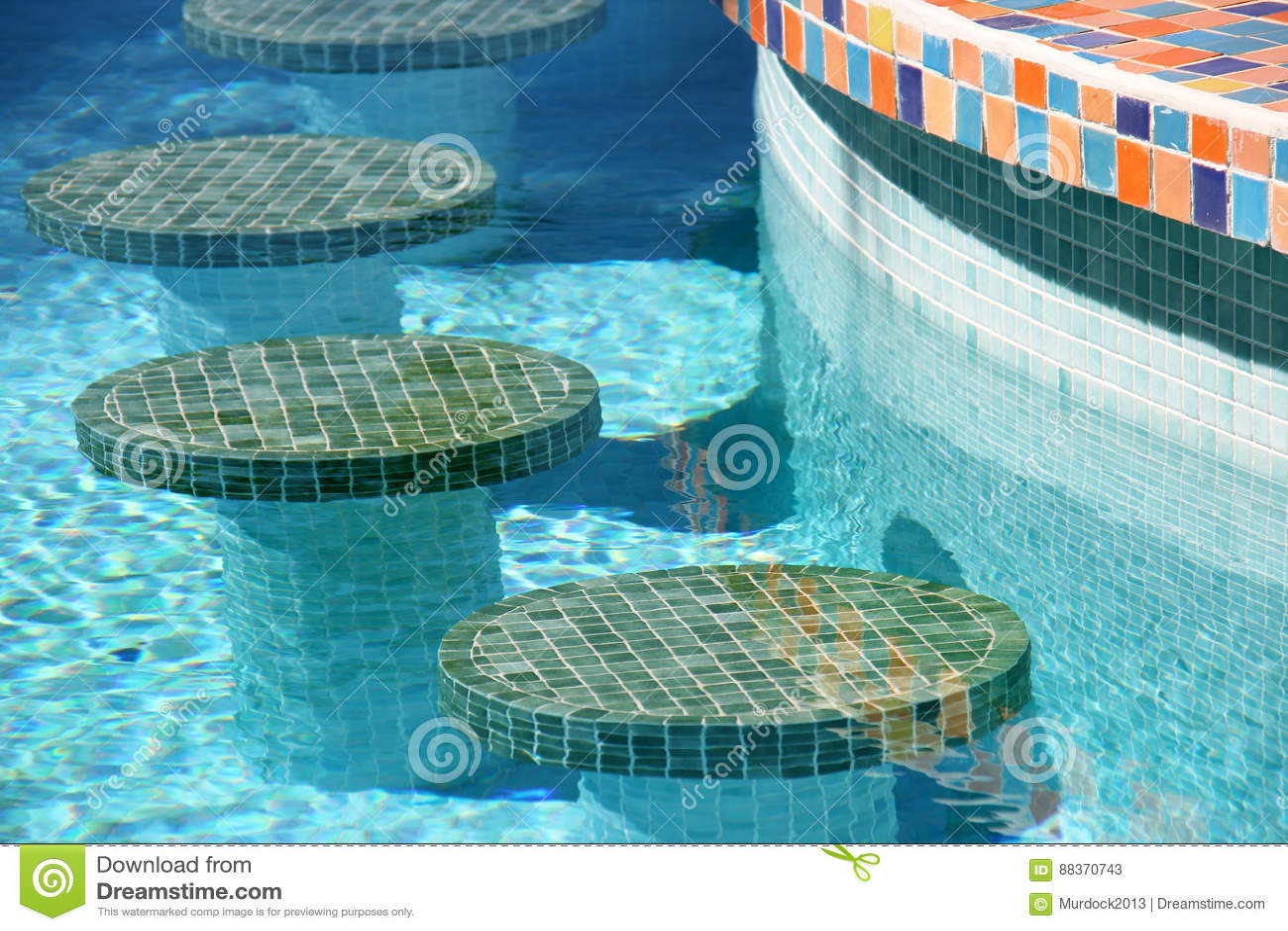 Sgabelli da bar della piscina immagine stock immagine di morocco