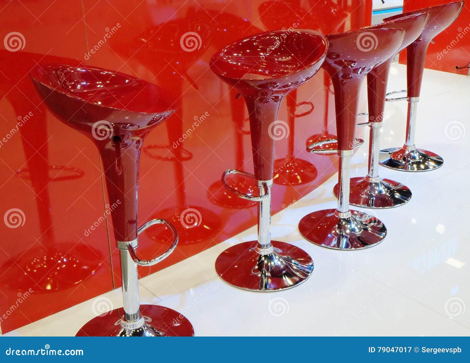 Sgabelli da bar rossi moderni immagine stock immagine di