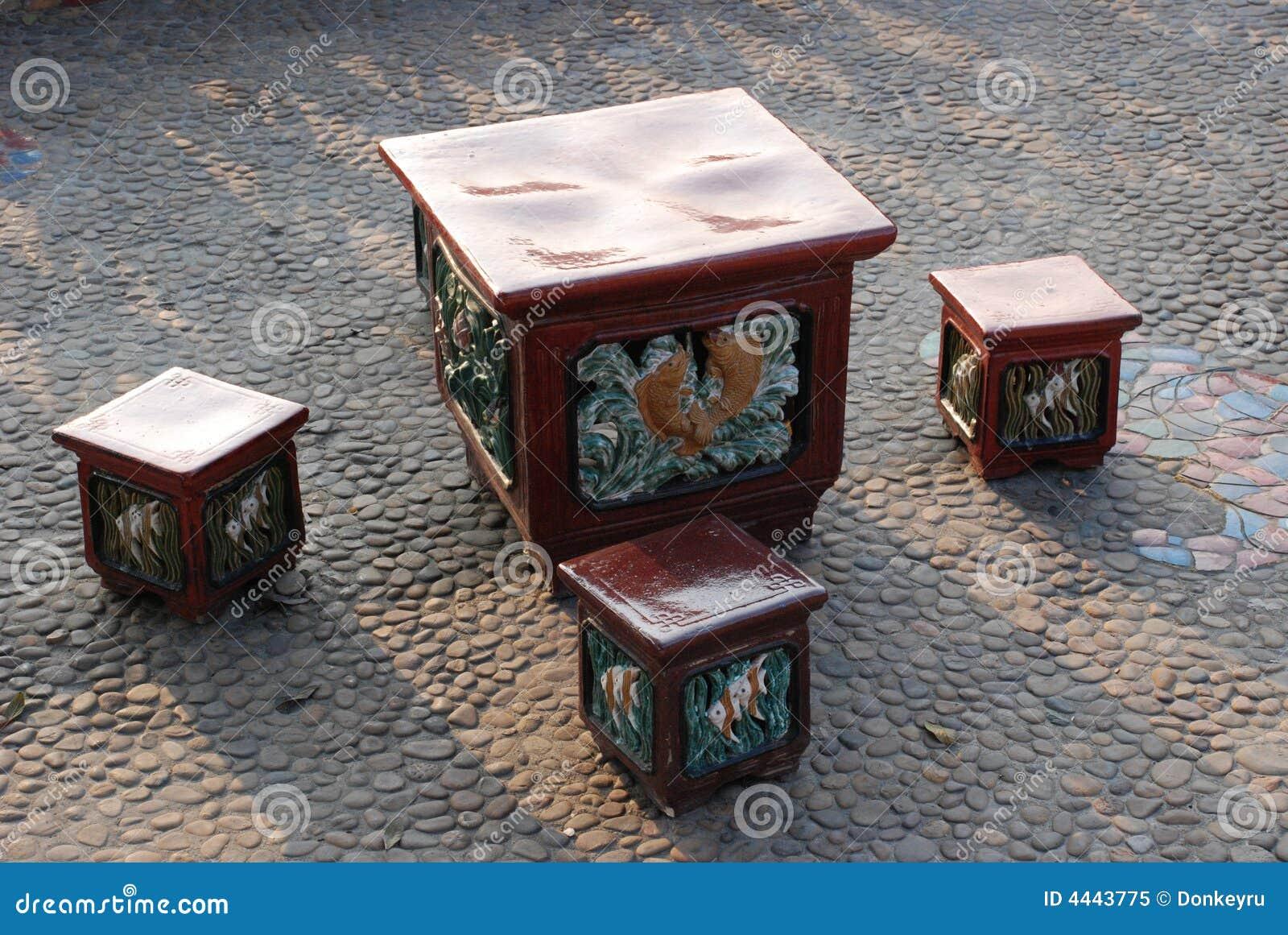 Sgabelli e tabella di ceramica immagine stock immagine di cinese