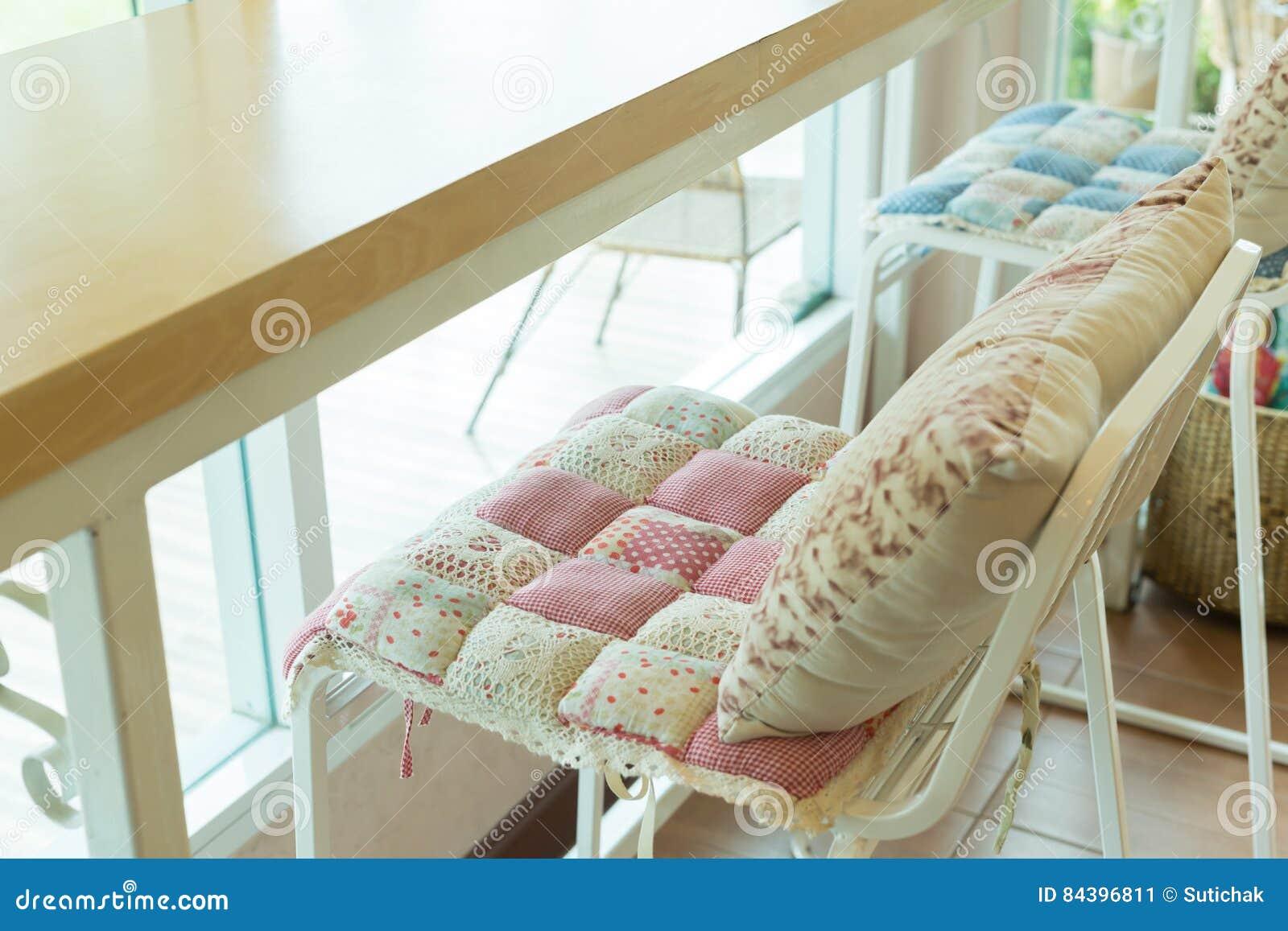 Sgabello da bar con linterno del modello di fiori del cuscino del