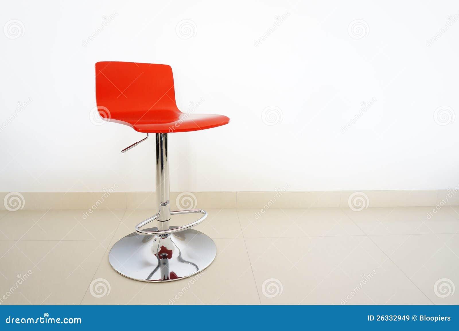 Sgabello di barra rosso immagine stock immagine di plastica