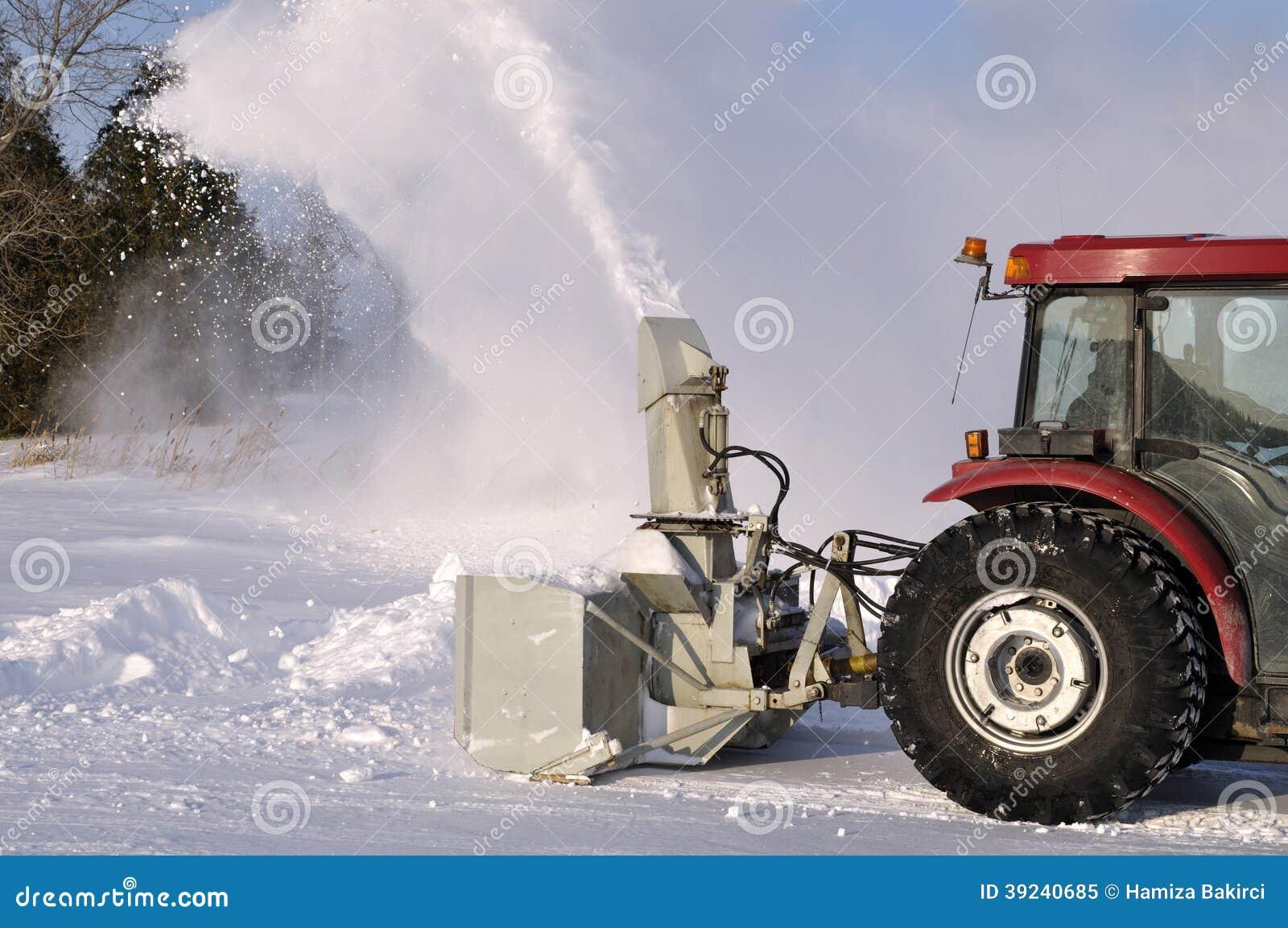 Sgombraneve a turbina del trattore