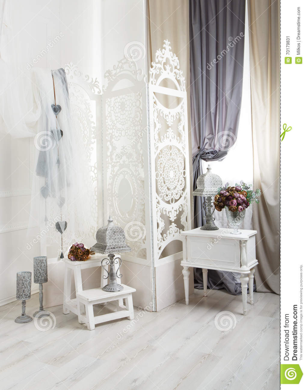 Shabby chic white room interior wedding decor stock image for Decoration interieur shabby chic