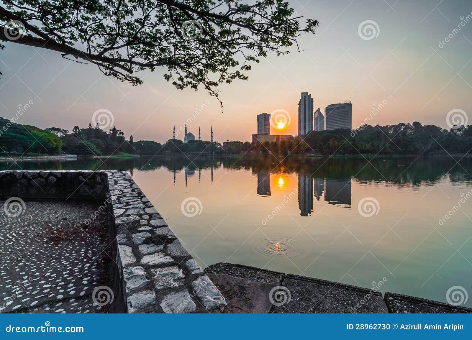 Shah Alam jeziorny wczesny wschód słońca