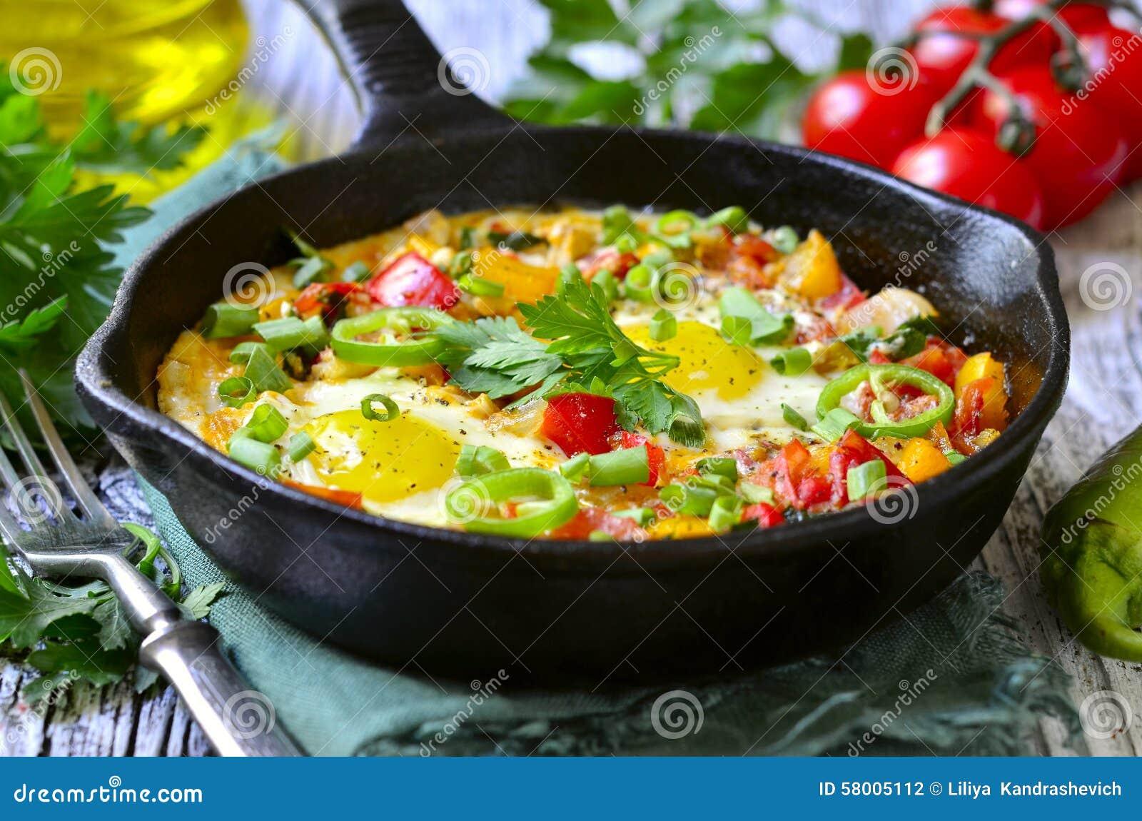 shakshuka plat traditionnel de cuisine isra lienne photo stock image 58005112. Black Bedroom Furniture Sets. Home Design Ideas