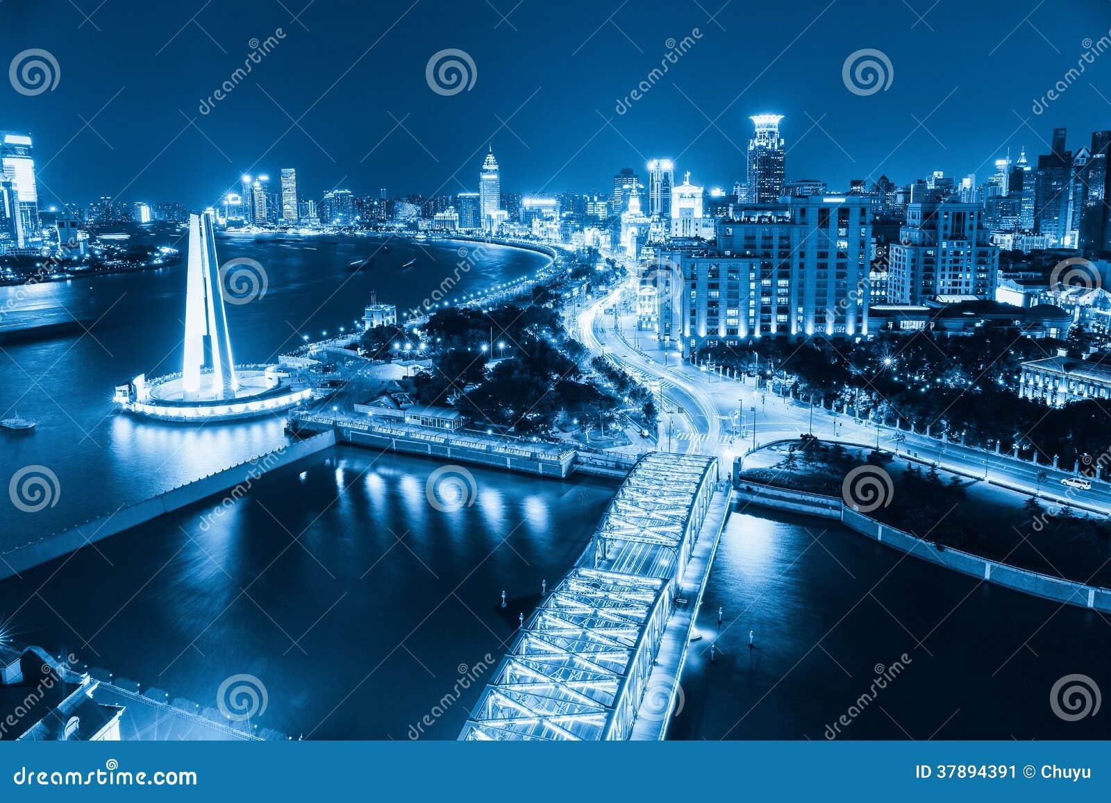 Shanghai de dijk bij nacht