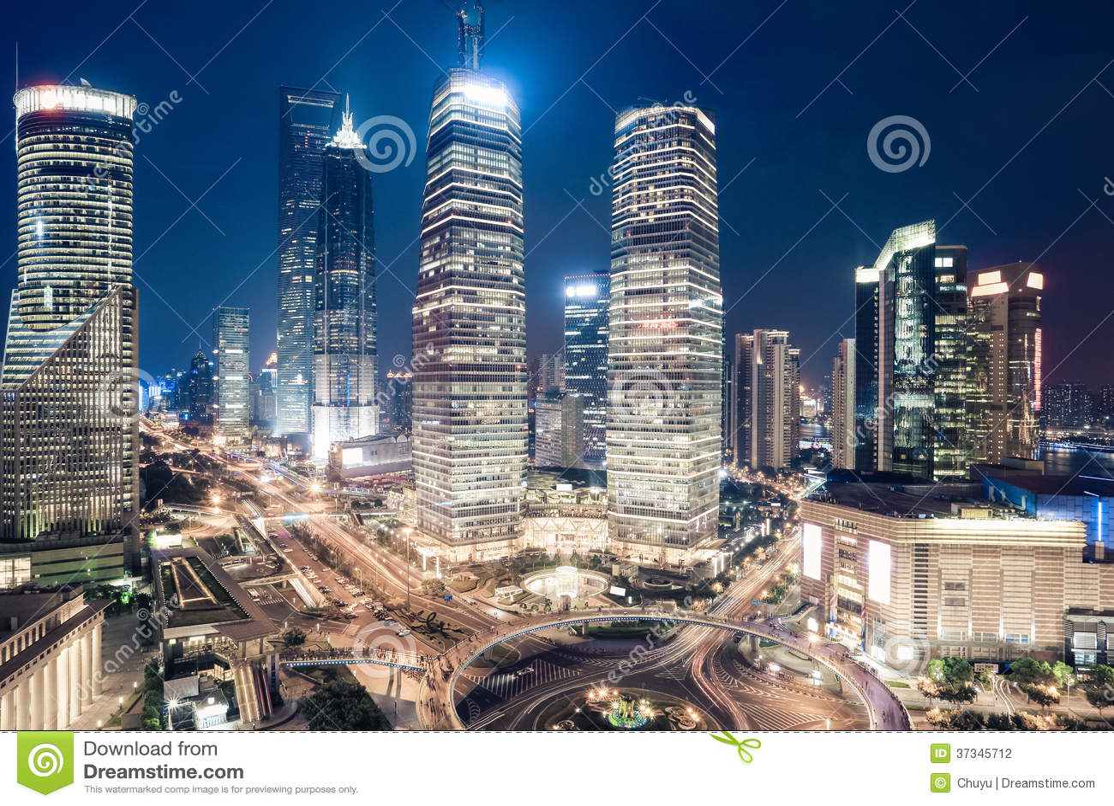 Shanghai i stadens centrum nattsikt