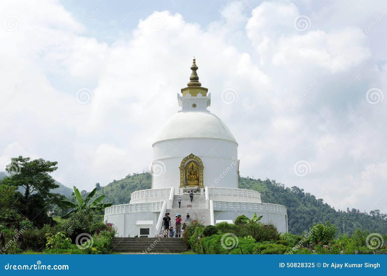 Shanti Stupa op Ananda-heuveltop van Pokhara-vallei
