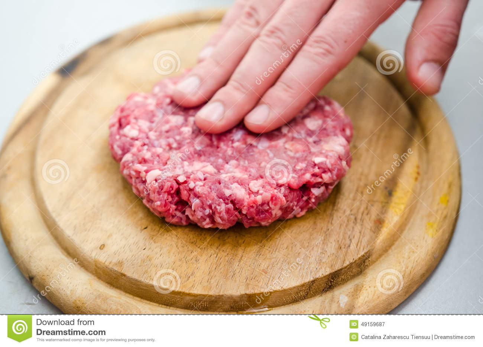 Shapping未加工的汉堡