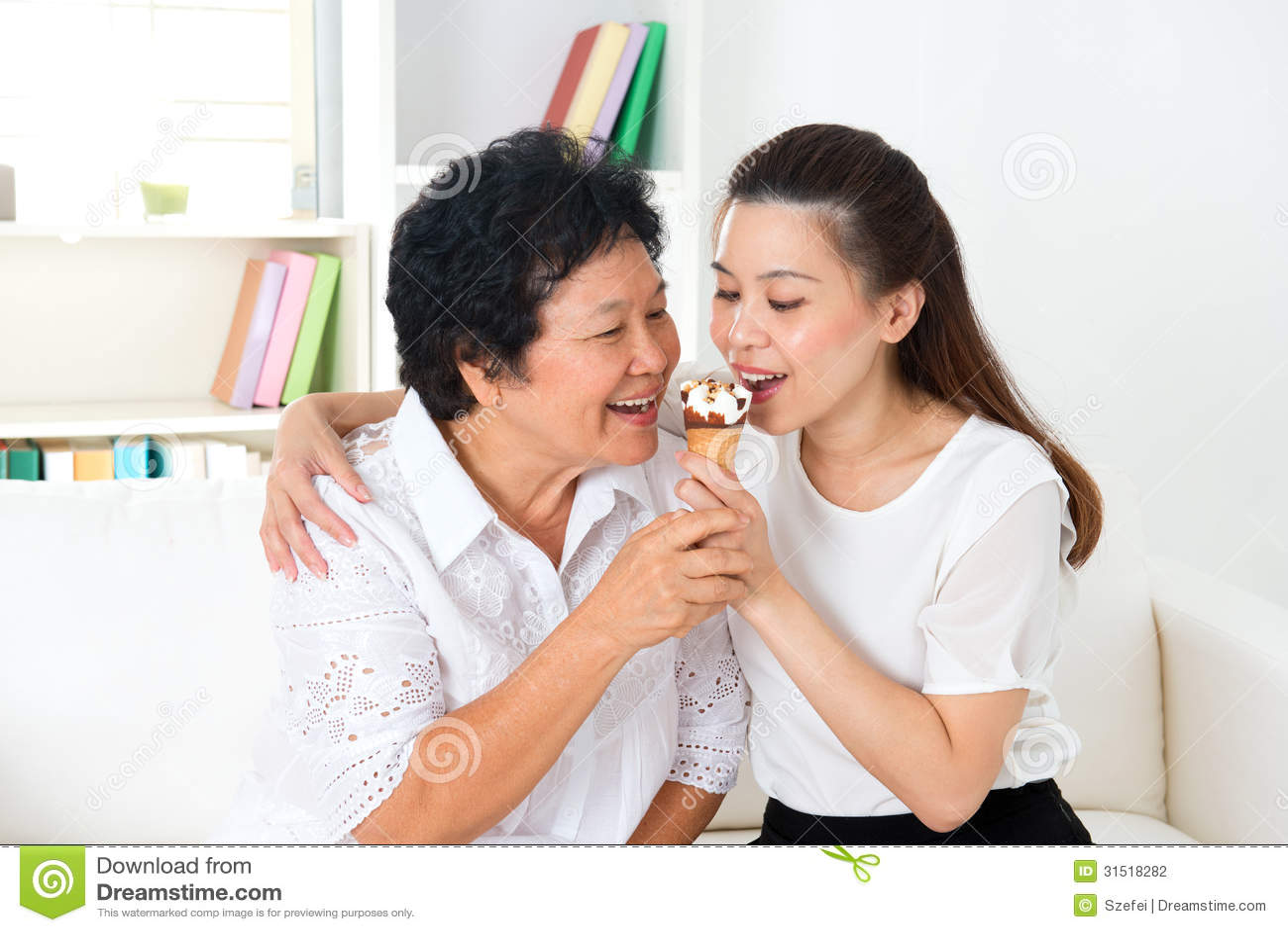 Tante pamer memek