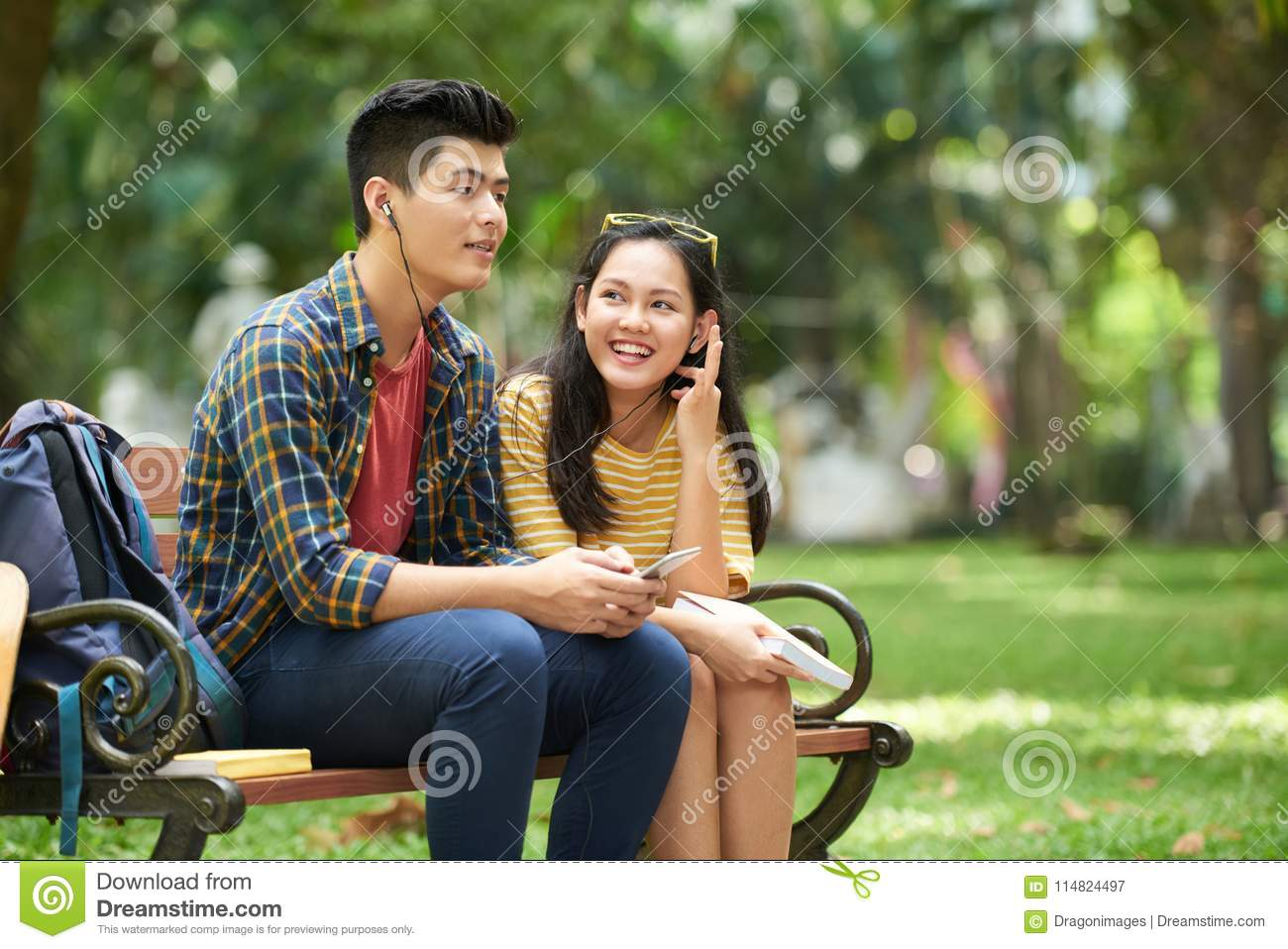sharing music with girlfriend stock image - image of teenager