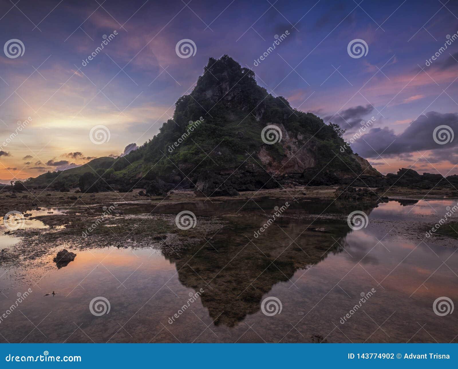 Shark Hill, Lombok