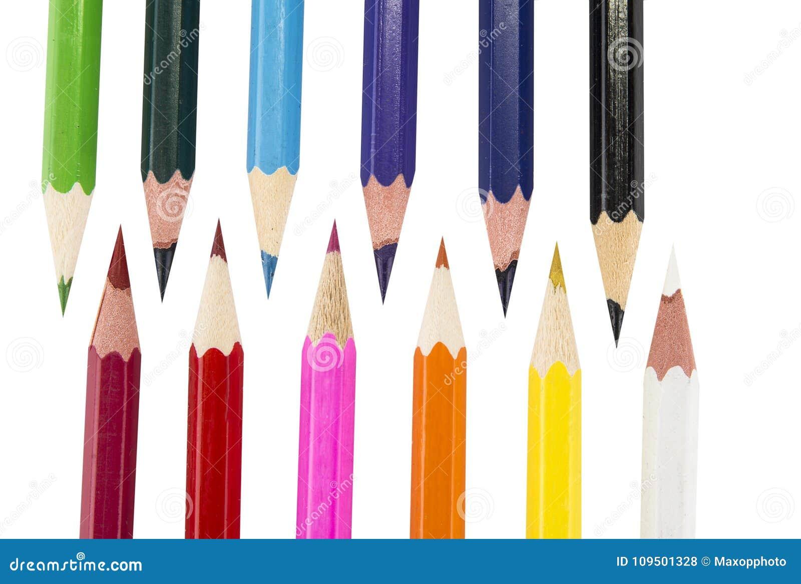 Sharpened coloriu lápis no fundo branco