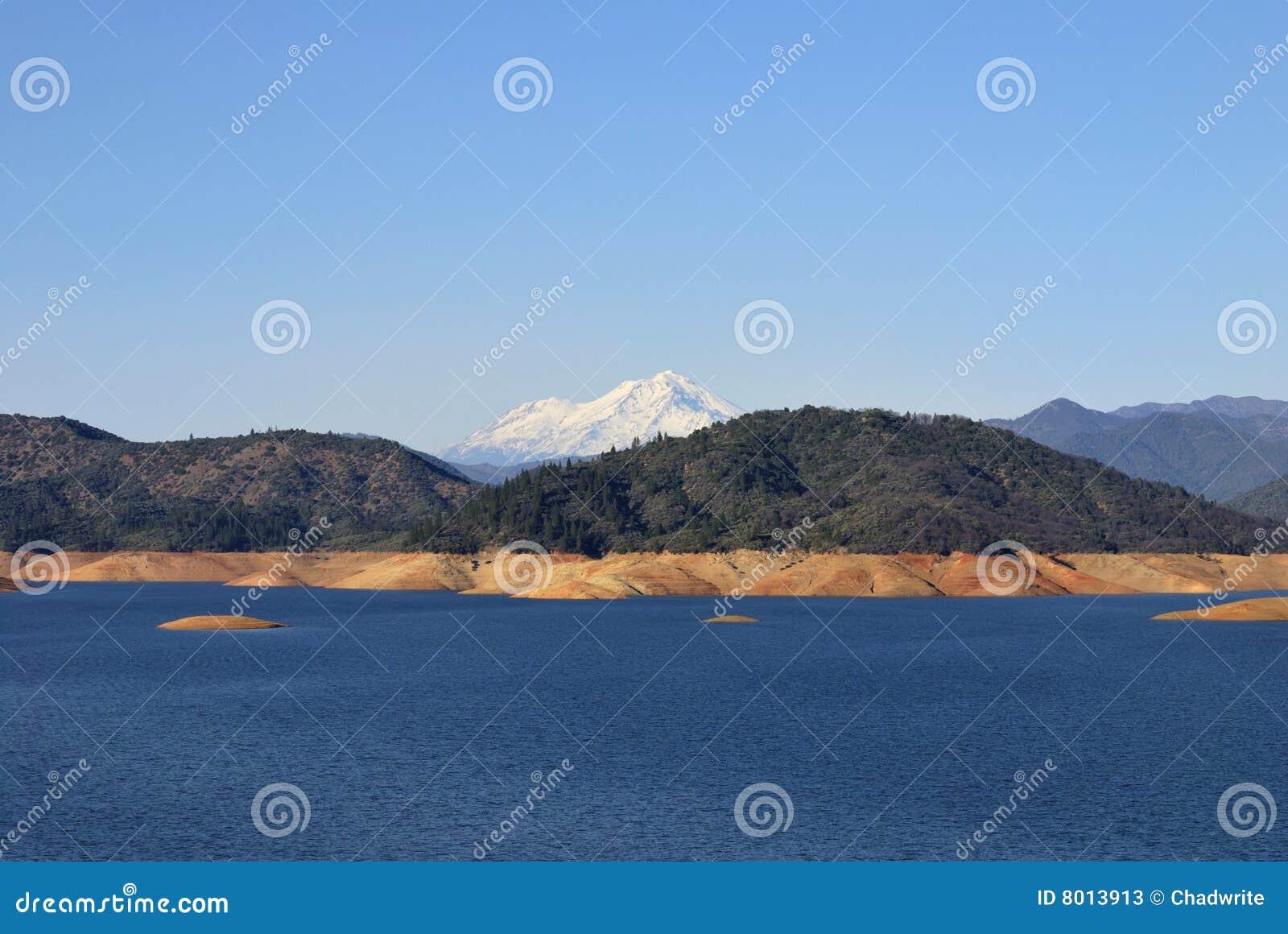 Shasta See unter Mt. Shasta