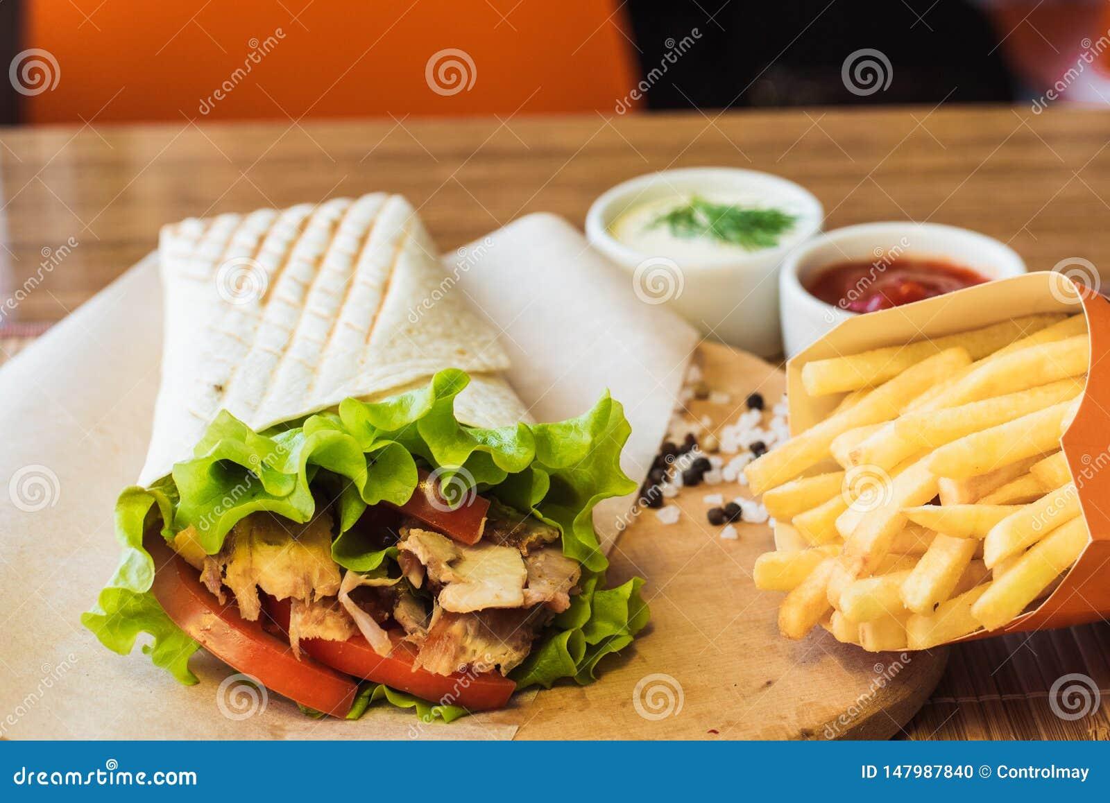 Shawarma y patatas fritas