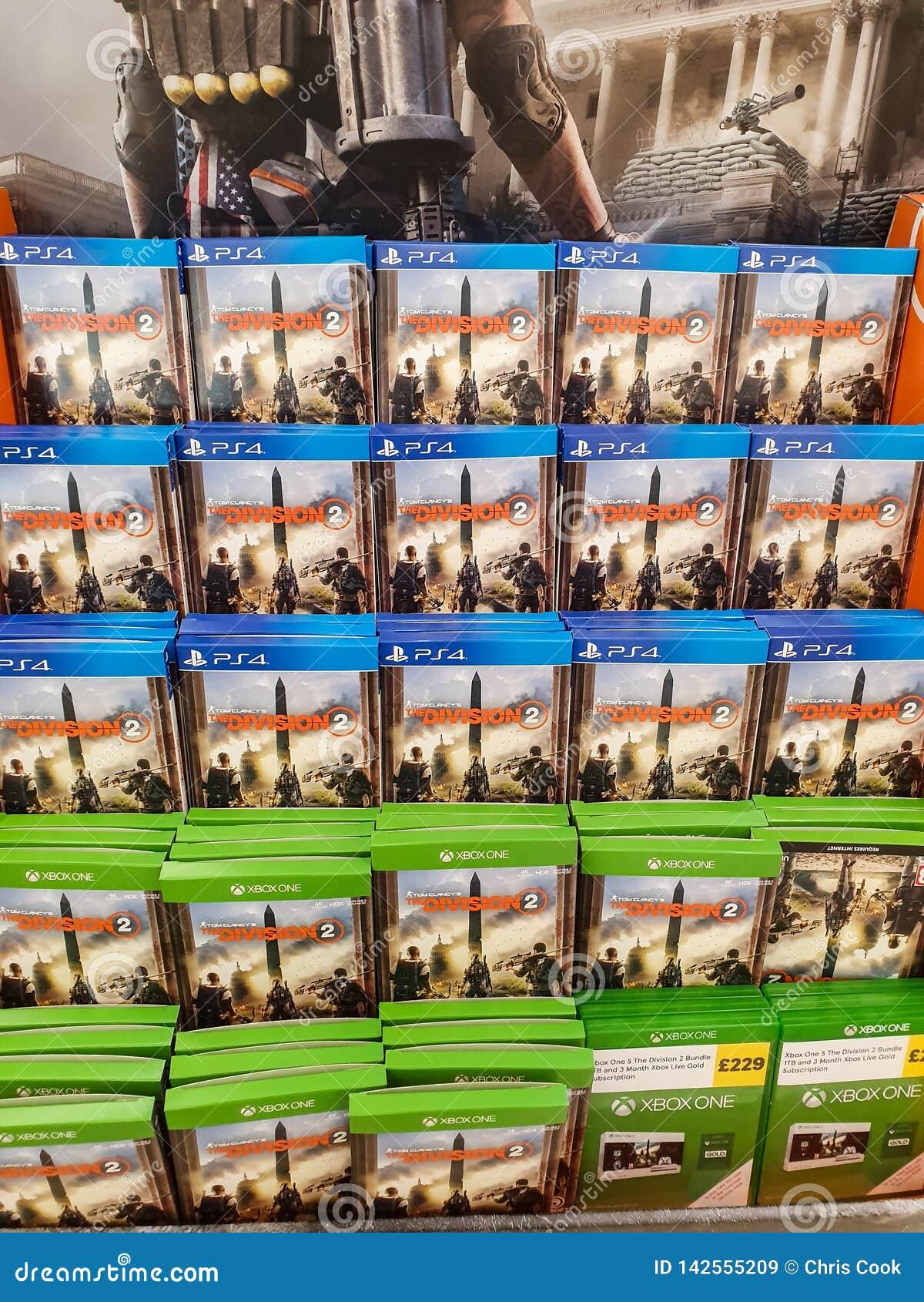 SHEFFIELD, HET UK - 20TH MAART 2019: Afdeling 2 voor verkoop in Tesco voor zowel Xbox One als Playstation 4