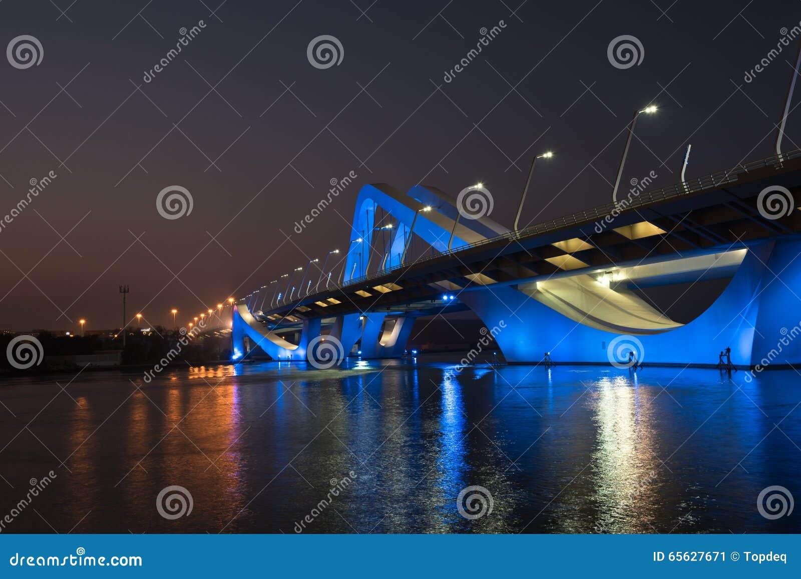 Sheikh Zayed Bridge la nuit, Abu Dhabi, EAU