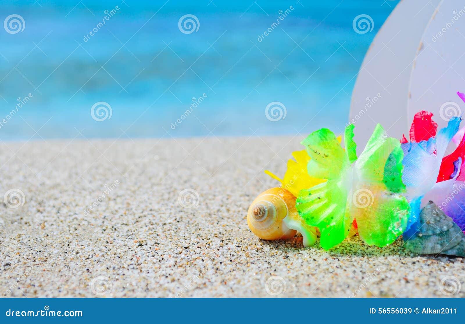 Download Shell και της Χαβάης περιδέραιο στην άμμο Στοκ Εικόνα - εικόνα από φύση, seascape: 56556039