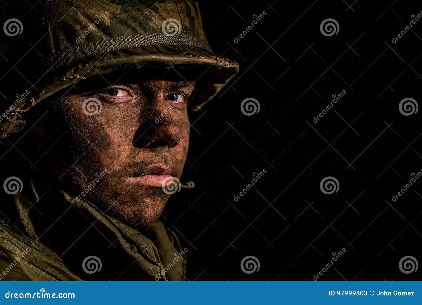 Shell chocó al infante de marina de los E.E.U.U. - guerra de Vietnam