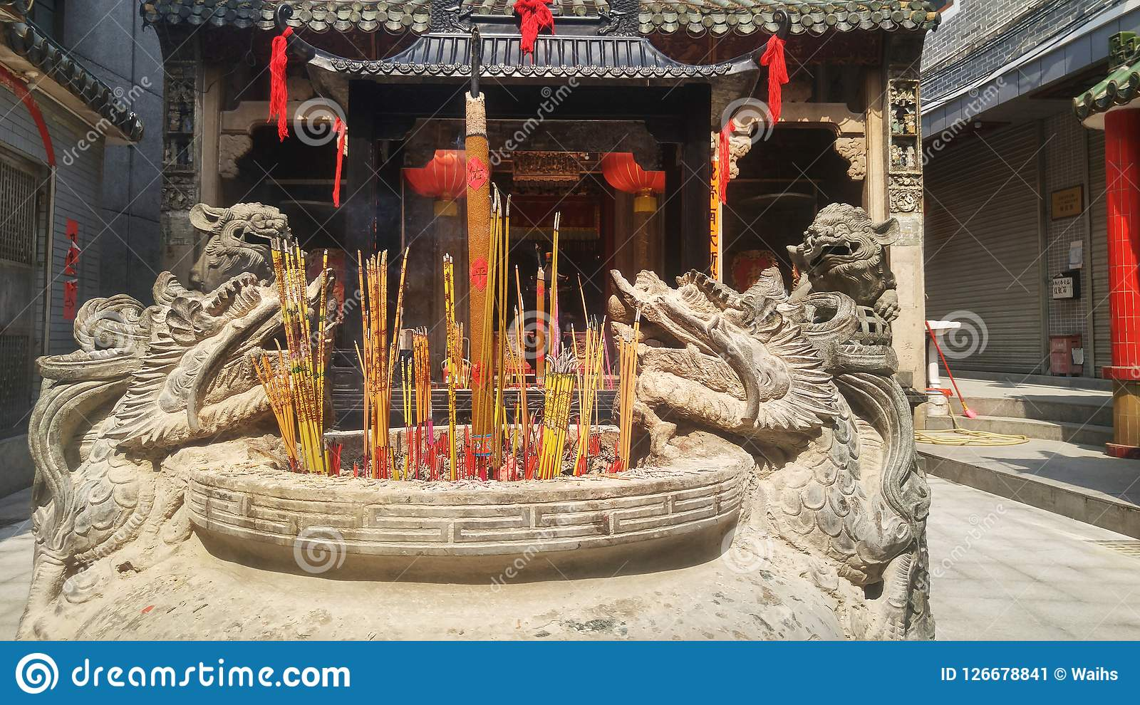 Shenzhen China Burn Incense And Worship Buddha In The Temple Editorial Photo Image Of Worship Architecture 126678841