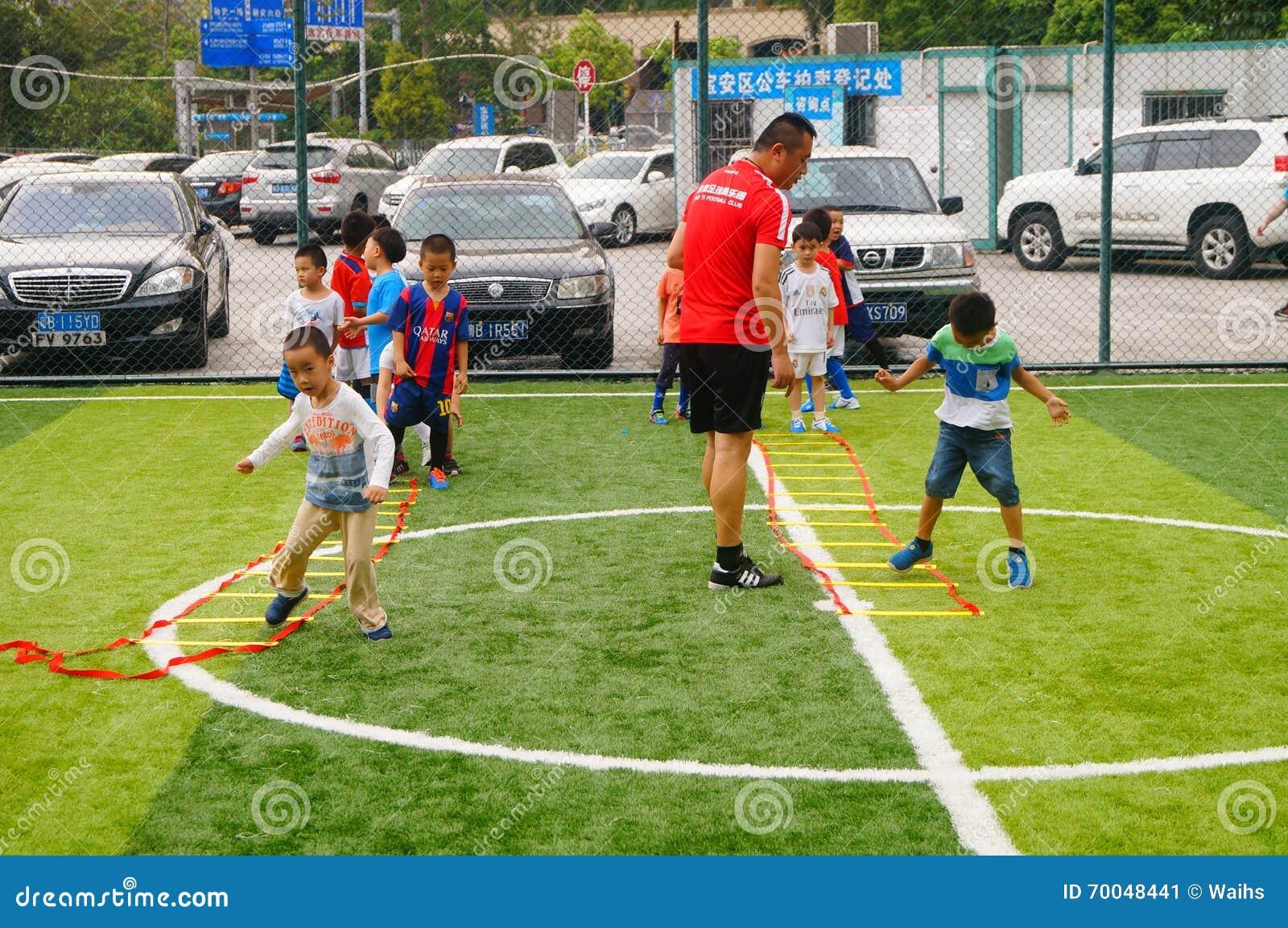 4 Ways Coaches Can Teach the Fundamentals of Softball