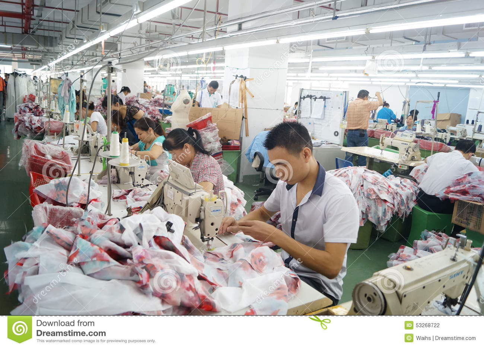 Shenzhen, China: de workshop van de kledingstukfabriek