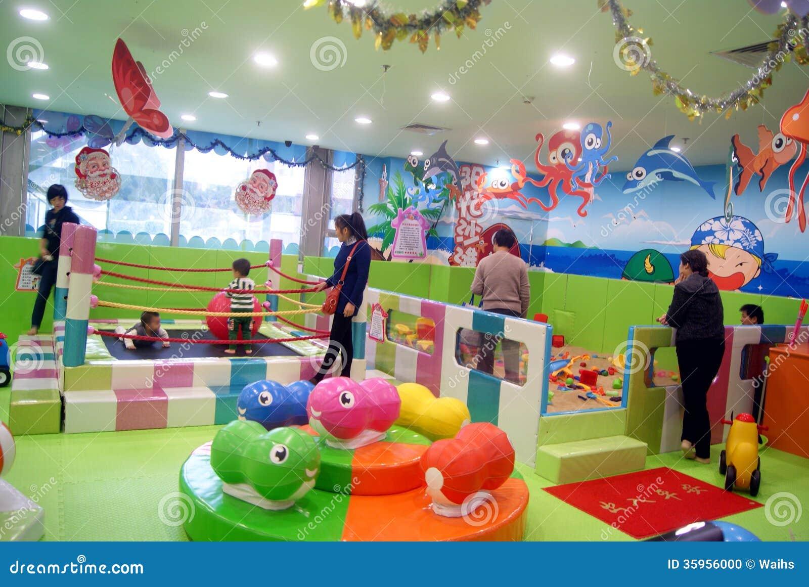 Shenzhen, China: el patio de los niños