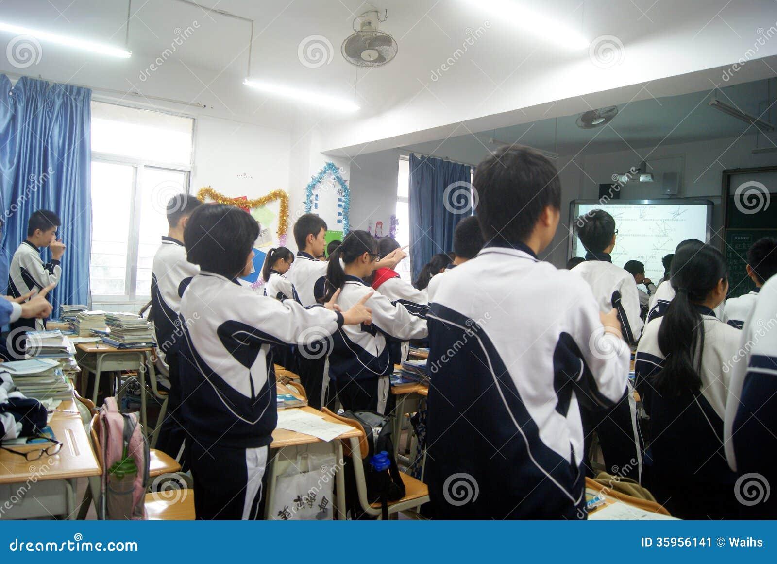 Shenzhen, China: enseñanza de la sala de clase de la escuela