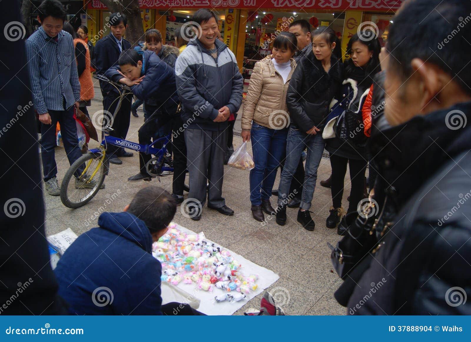 Shenzhen, China: horlogestuk speelgoed dans