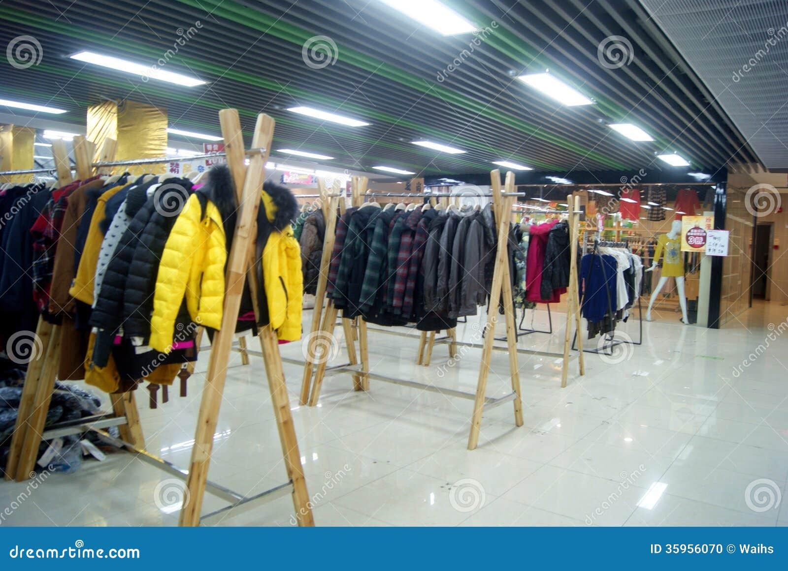 Shenzhen, China: ropa en venta