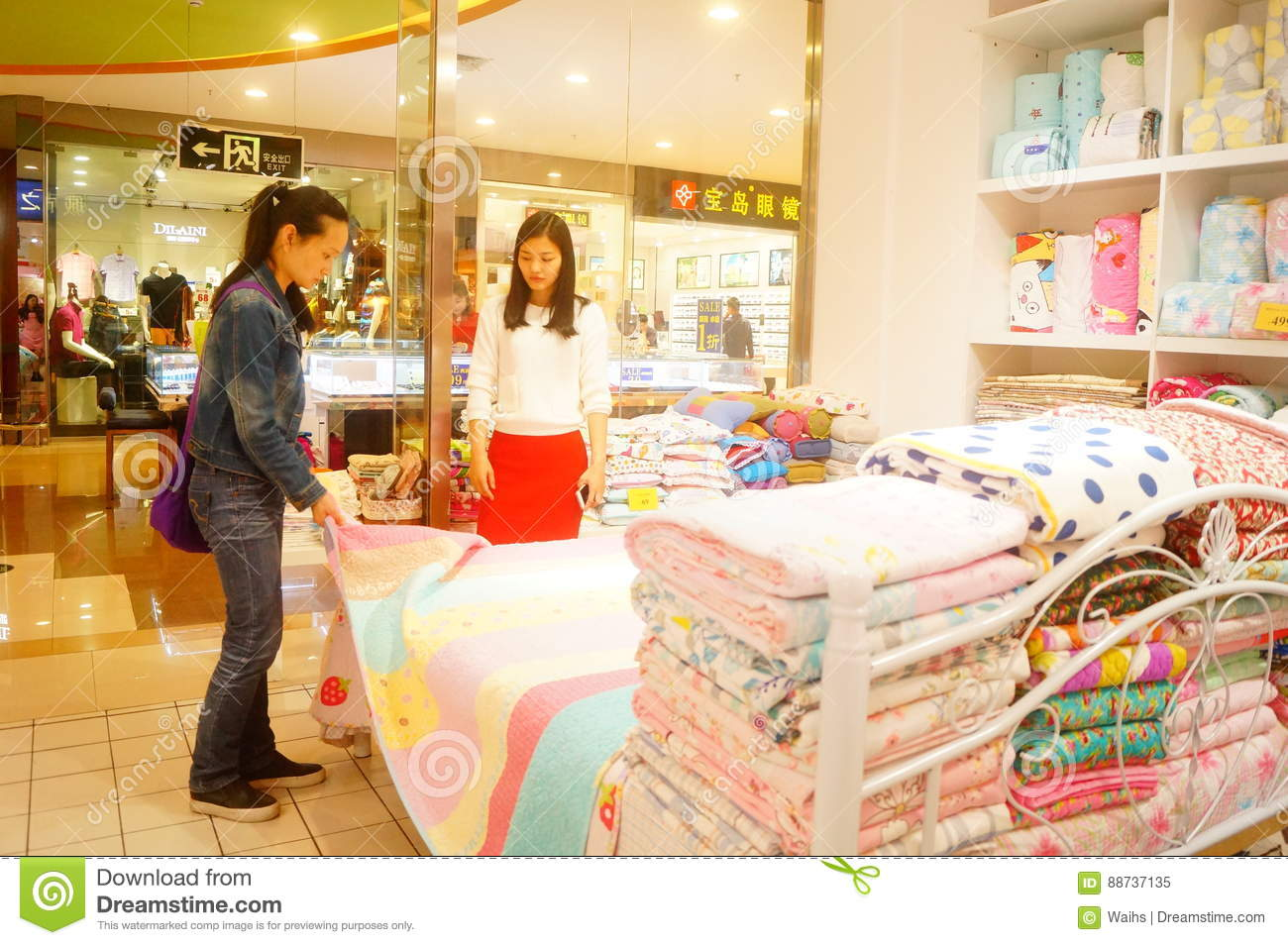 Shenzhen, China: women are buying bedding and other bedding