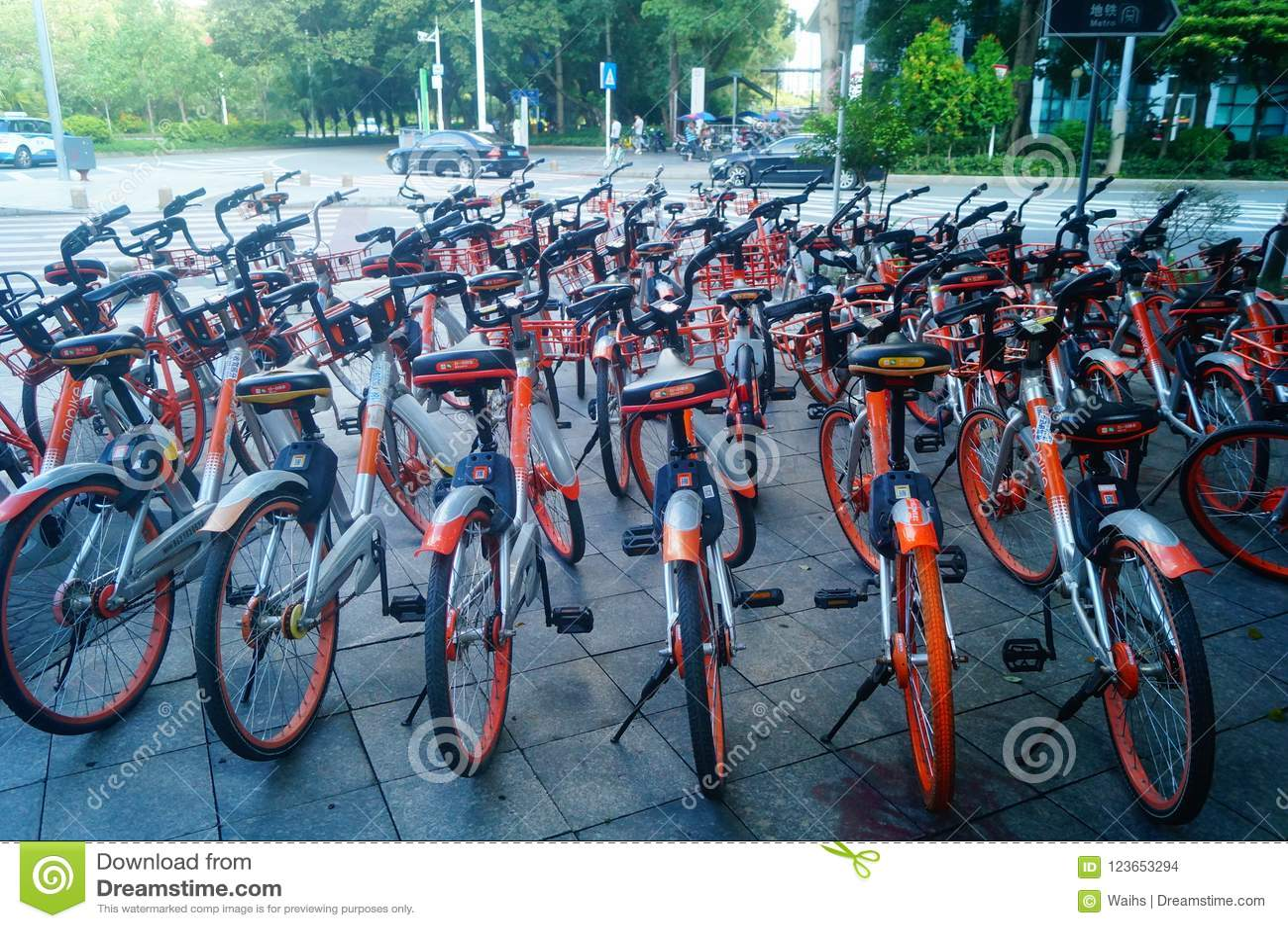 Shenzhen, Chine : le mobike est garé sur la rue