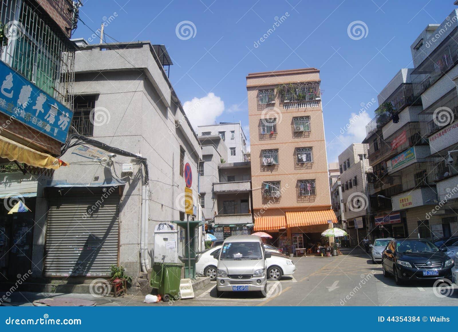 Shenzhen, Cina: Villaggio nelle costruzioni della città e nel paesaggio della strada