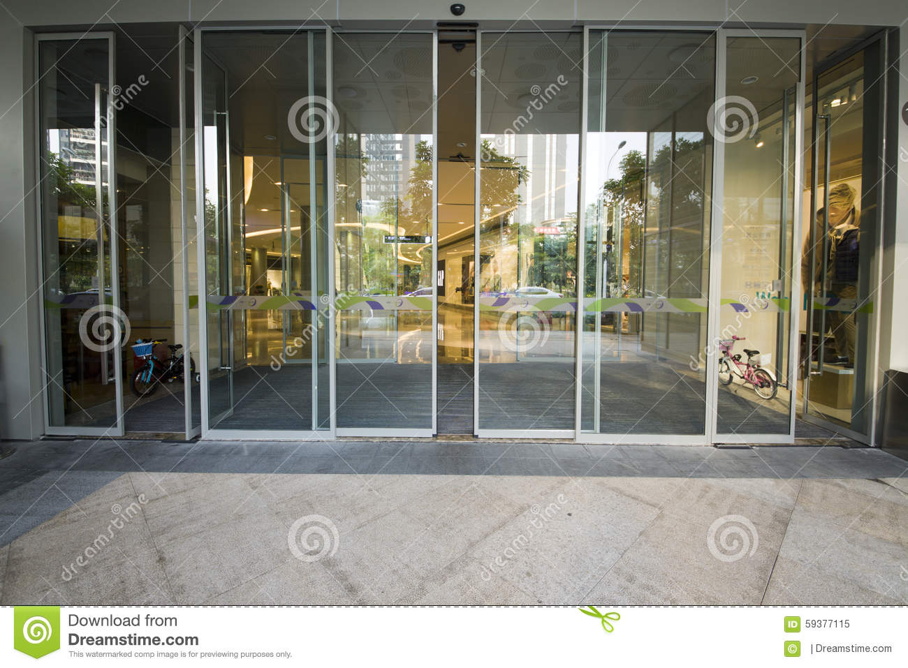 Shenzhen Commercial Mall Automatic Glass Doors Editorial