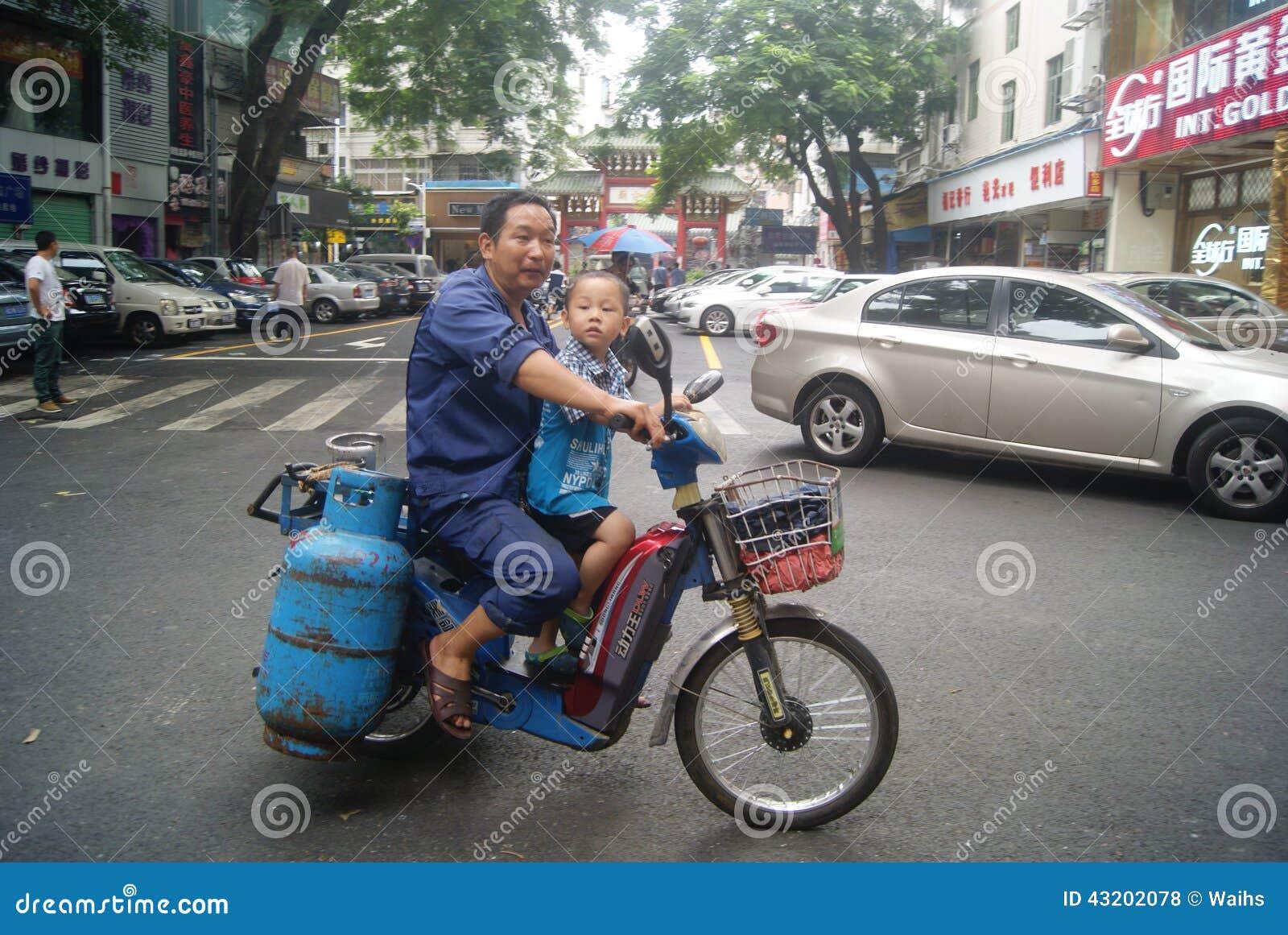 Download Shenzhen Kina: Enkel Elektrisk Medelgasflaska Och Pysen Redaktionell Arkivfoto - Bild av fader, porslin: 43202078